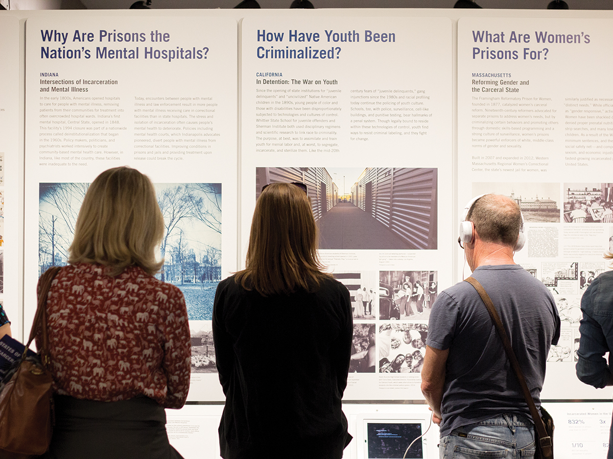Members of the Riverside community read and examine the states of incarceration exhibits. Jaspery Goh/HIGHLANDER