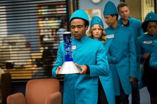"COMMUNITY -- ""Cooperative Polygraphy"" Episode 503 -- Pictured: (l-r) Donald Glover as Troy, Gillian Jacobs as Britta, Danny Pudi as Abed, Joel McHale as Jeff, Yvette Nicole Brown as Shirley -- (Photo by: Justin Lubin/NBC)"