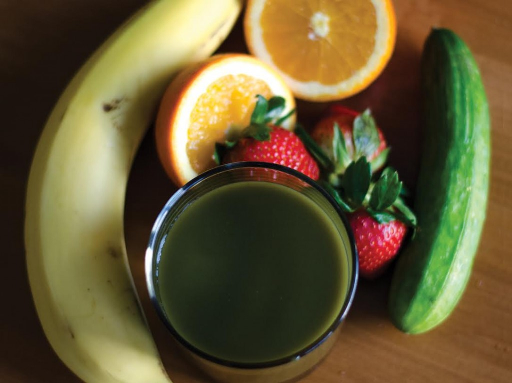 image of juice and fruits