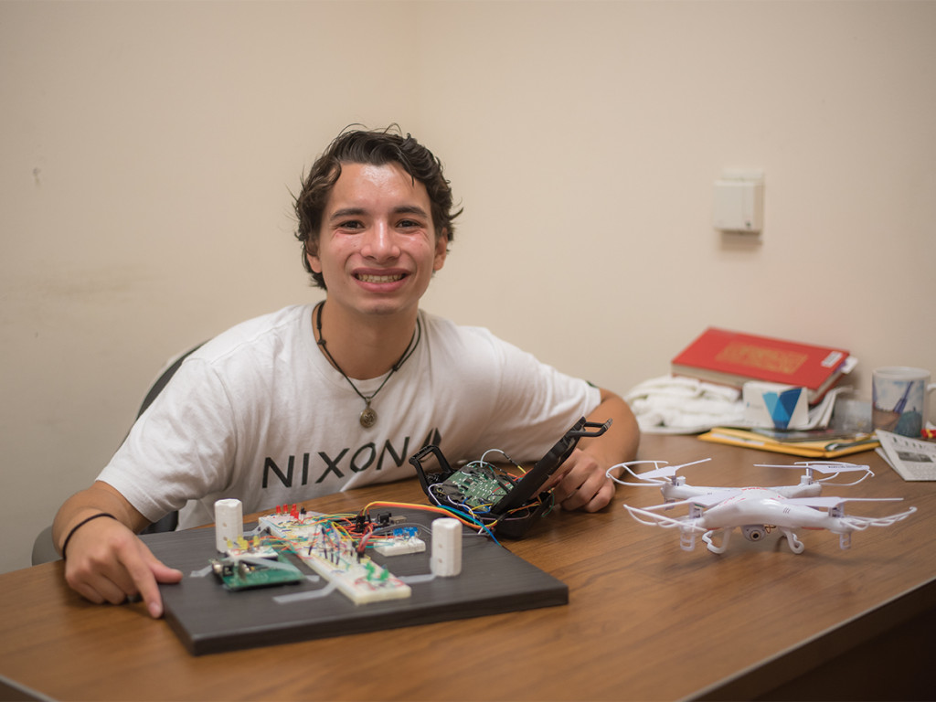 Jimmy Lai/HIGHLANDER First-place winner Spyridon Catechis, first-year electrical engineering major, with his 3-D drone flying platform